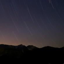 白馬三山シルエットと流れる星空