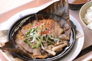 白馬五竜アルプス360の豚バラ肉のほう葉焼き定食