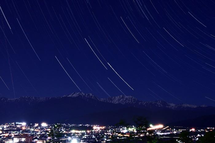 星空と北アルプスの山々