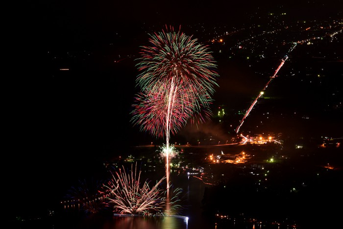 木崎湖花火大会の花火(長野県大町市)